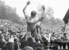 Jaro 1965 - Pičman nad hlavami nadšených diváků