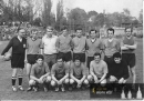 Fotbalisté ZVÚ v Lize neregistrovaných - počátek 80. let - Nahoře rozhodčí Grulich, atlet Dunda, hokejisté Bulíček a Čergeť úplně vpravo. Dole druhý zleva Jaroslav Janeček, další hokejista