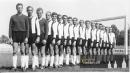 Spartak Hradec Králové - s Paulusem vepředu - se fotí před sezónou 1962 - 63