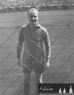 Ladislav Holman - po vítězství proti Spartě Praha 4 - 0 doma - rok 1953
